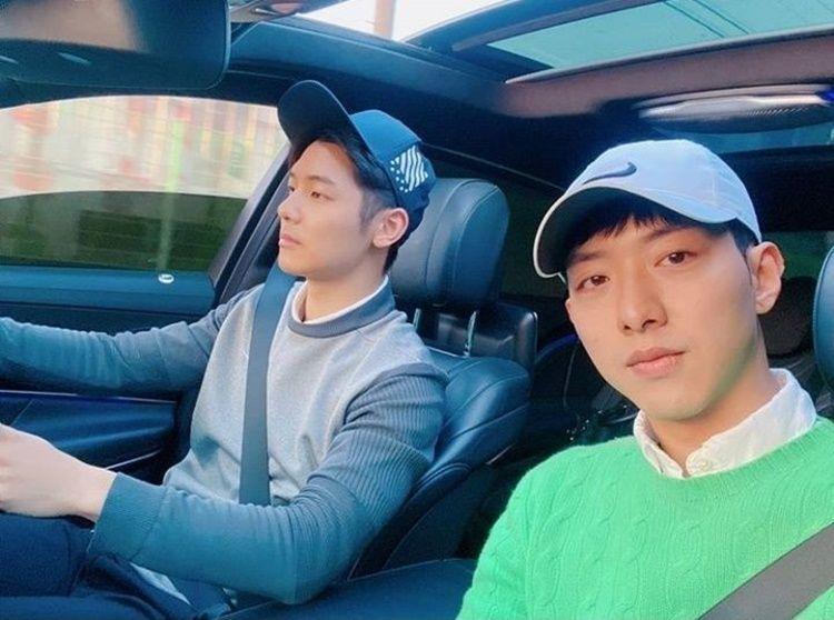 Bak Saudara Kembar, 10 Bukti Kekompakan Minhyuk & Jungshin 'CNBlue'