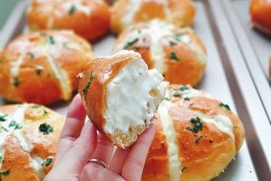 Roti Gurih Renyah, Cobain Resep Korean Garlic Cream Cheese Bread