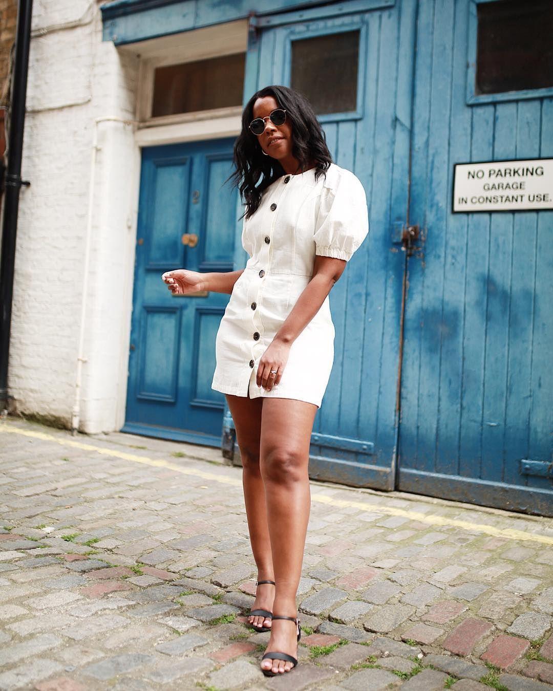 Upgrade Gaya Feminin Pakai Mini Dress untuk Musim Panas