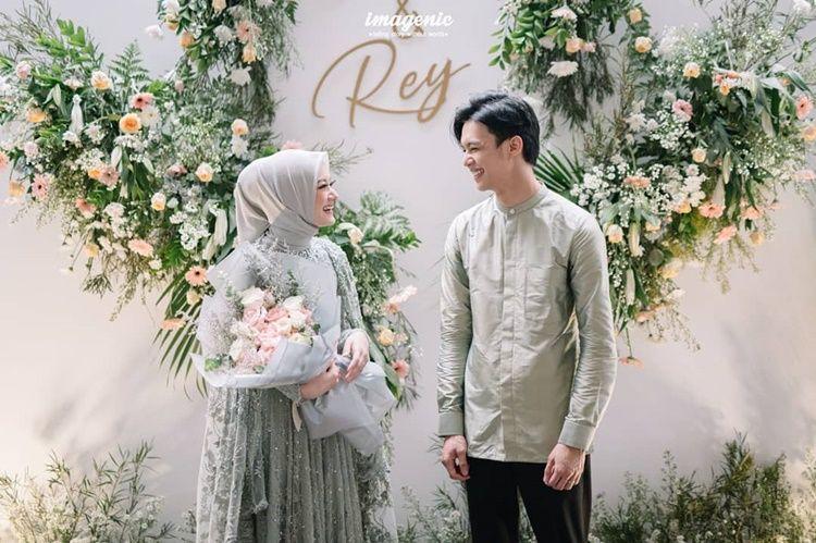 Tak Ketahuan Pacaran, 9 Foto Pernikahan Dinda Hauw dan Rey Mbayang