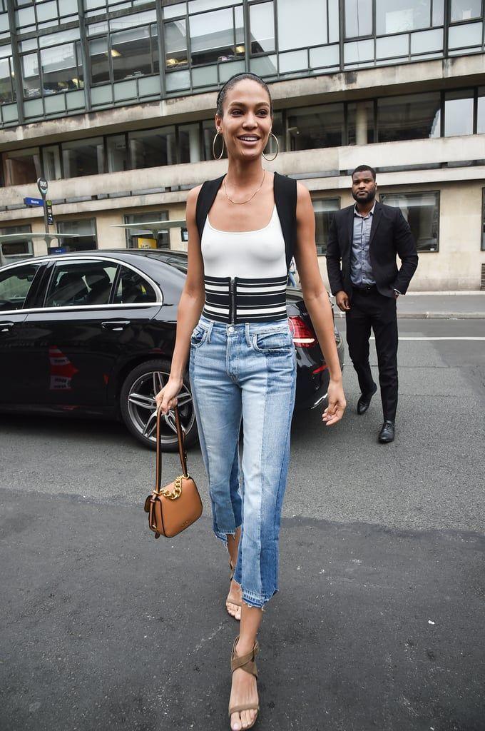 Tips Padu-padan Minimalis Pakai Celana Jeans Layaknya Joan Smalls