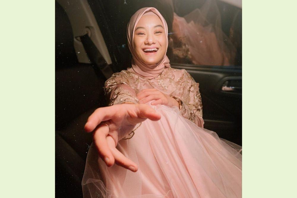 Menikah, Ini 7 Potret Dinda Hauw yang Berhasil Luluhkan Rey Mbayang
