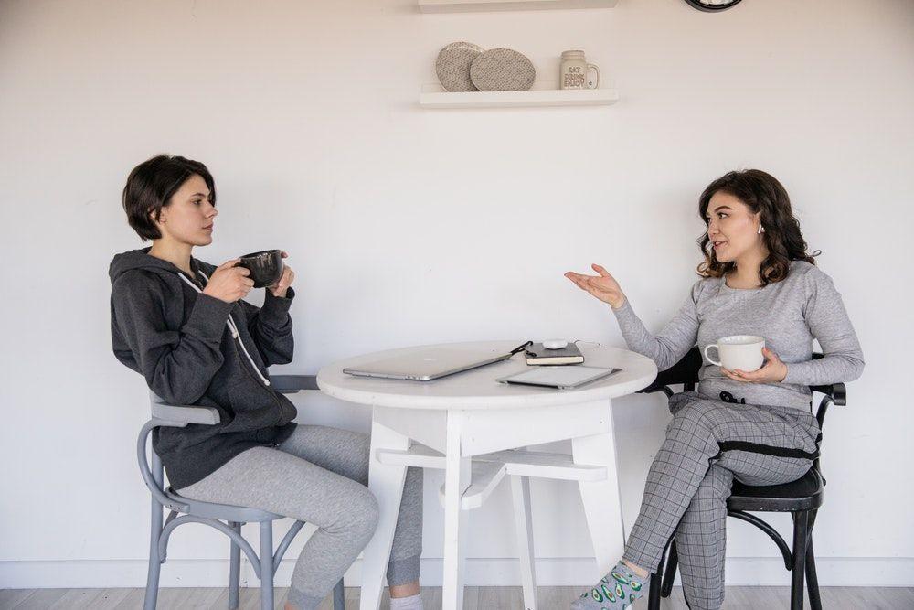 5 Tips Hindari Kerumitan Saat Jatuh Cinta Pada Saudara Kandung Sahabat