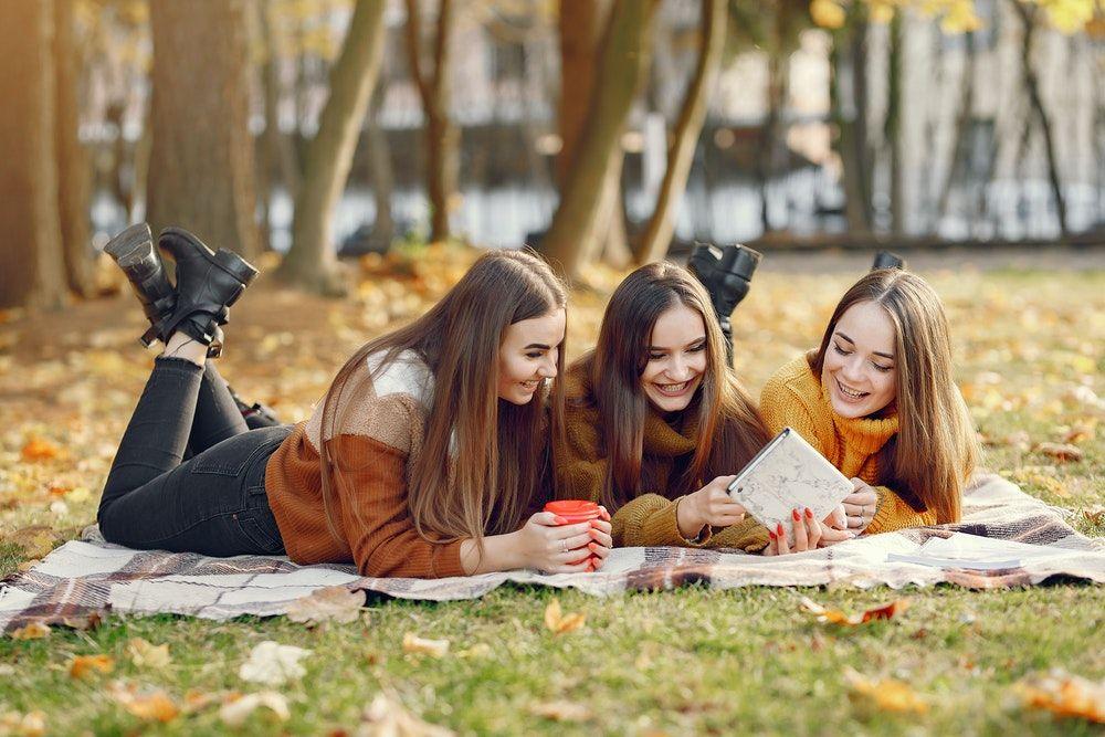 9 Cara Mengatasi Rasa Cemburu Pada Kesuksesan Teman Sendiri