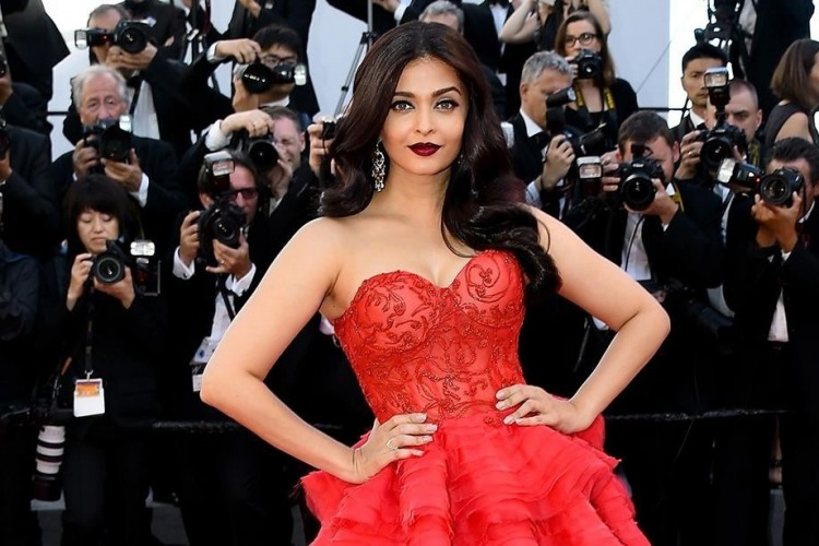Perubahan Gaya SeksiAishwarya Rai Bachchan dari Masa ke Masa