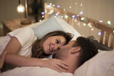 7 Cara Meningkatkan Gairah Seksual Dirty Talk