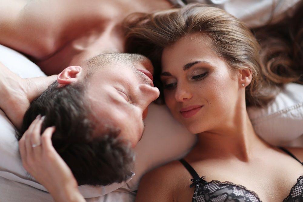 7 Cara Meningkatkan Gairah Seksual dengan Dirty Talk