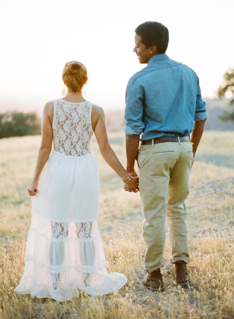 Inspirasi Outfit yang Bisa Kamu Andalkan untuk Foto Prewedding