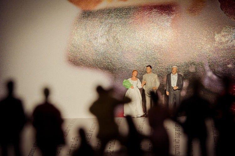 Bikin Gemas! Fotografer Ini Abadikan Foto Pernikahan Versi Miniatur