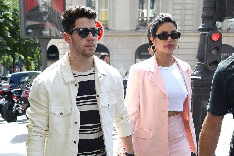 OOTD Romantis Priyanka Chopra dan Nick Jonas, Kompaknya Maksimal!