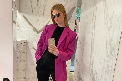 OOTD Mirror Selfie a La Rosie Huntington-Whiteley, Basic Keren