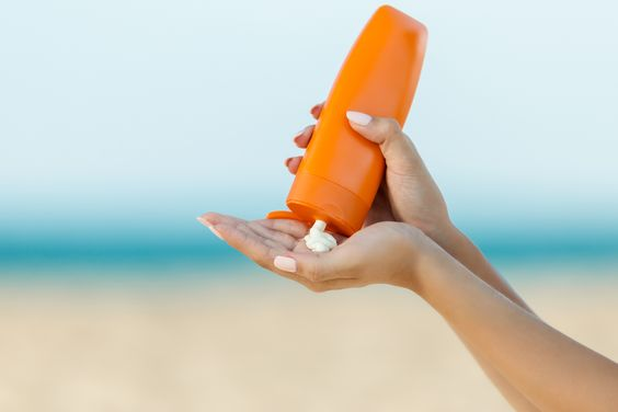 Beli Sunscreen Mahal atau Murah? Ini Perbedaan Keduanya