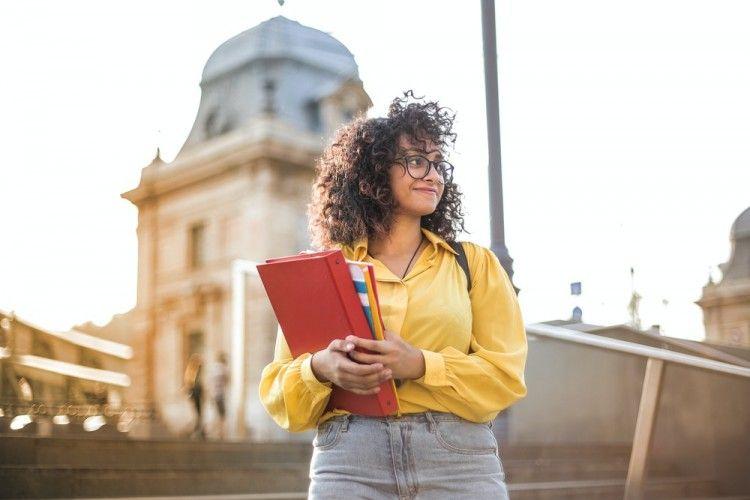 5 Tips Menentukan Jalan Karier Setelah Lulus Ketika Punya Banyak Minat