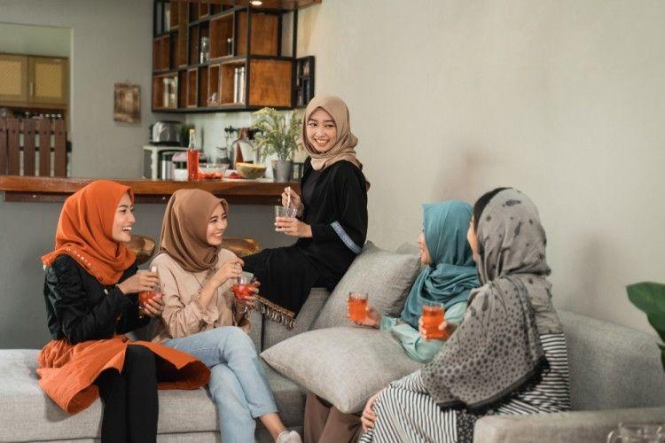 4 Tips Ampuh untuk Atasi Bad Hijab Day dengan SoKlin Pewangi Hijab