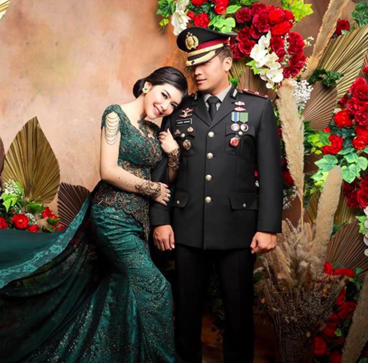 Sempat Viral, Ini 9 Potret Romantis Selebgram Rica Andriani dan Suami