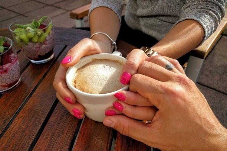 7 Bahasa Tubuh Laki-laki yang Lagi Jatuh Cinta Sama Kamu
