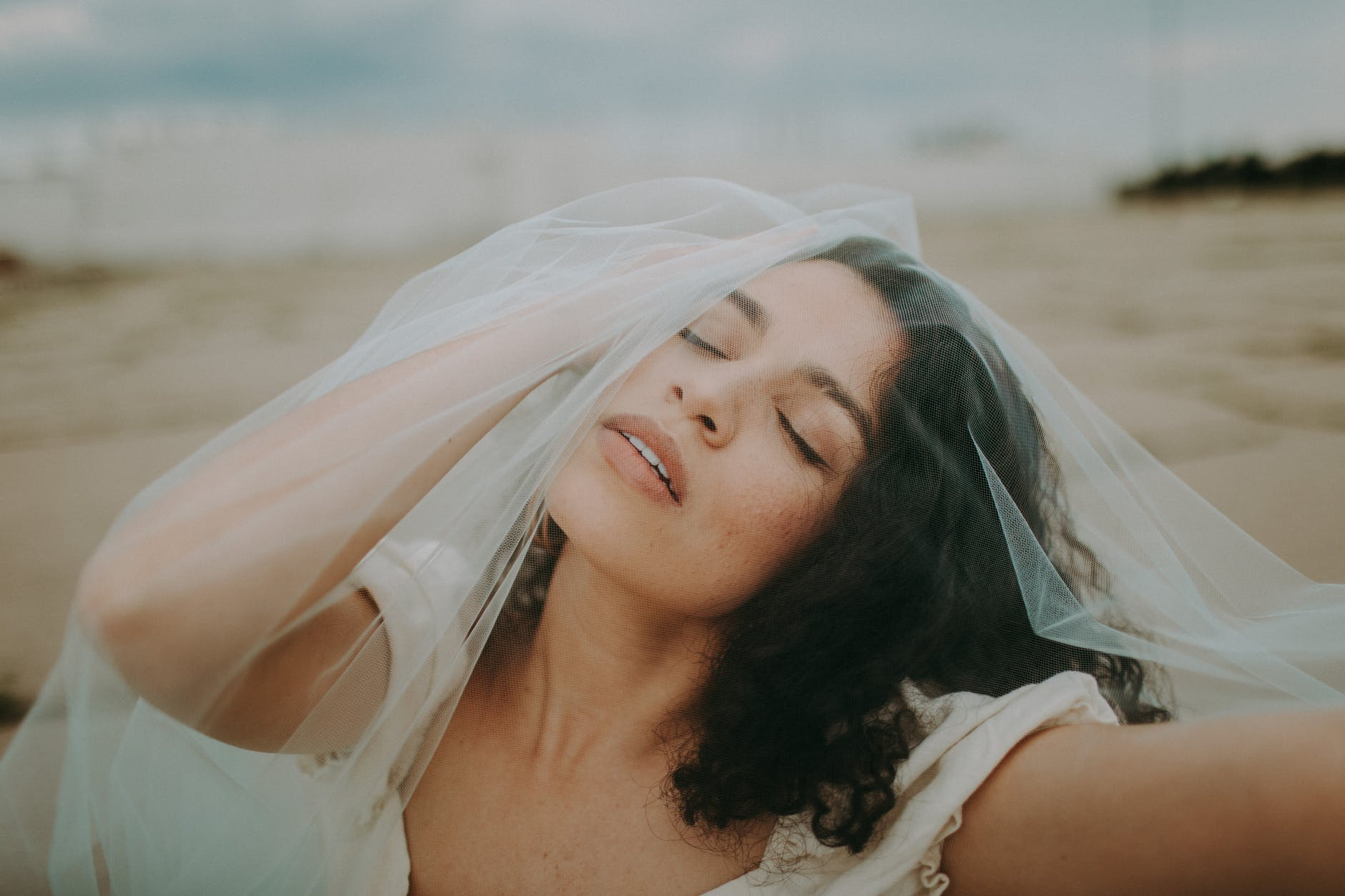 Menyesatkan! 6 Hal Tentang Cinta Ini Nggak Seharusnya Kamu Percaya