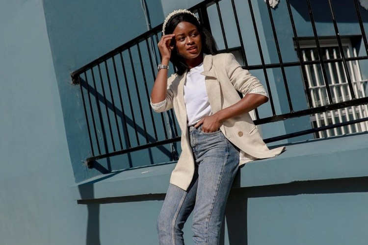 Ini Tips Padu-padan T-shirt & Celana Jeans Terupdate