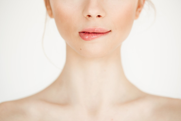 7 Alasan Lipstik yang Kamu Gunakan Nggak Awet Menempel di Bibir