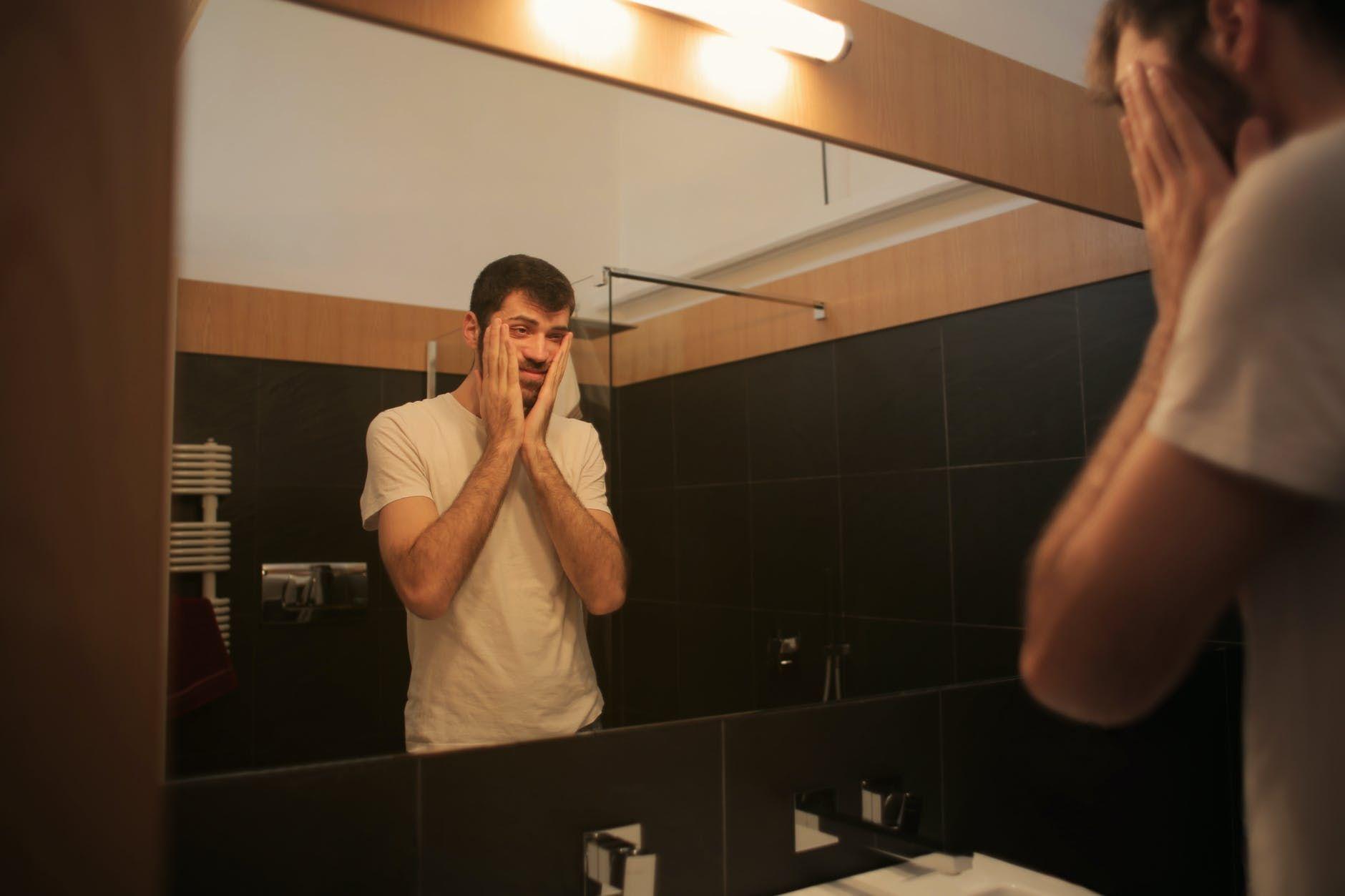 Menggelikan! 7 Hal Ini Sering dilakukan Para Pria Ketika Kamu Tak Ada