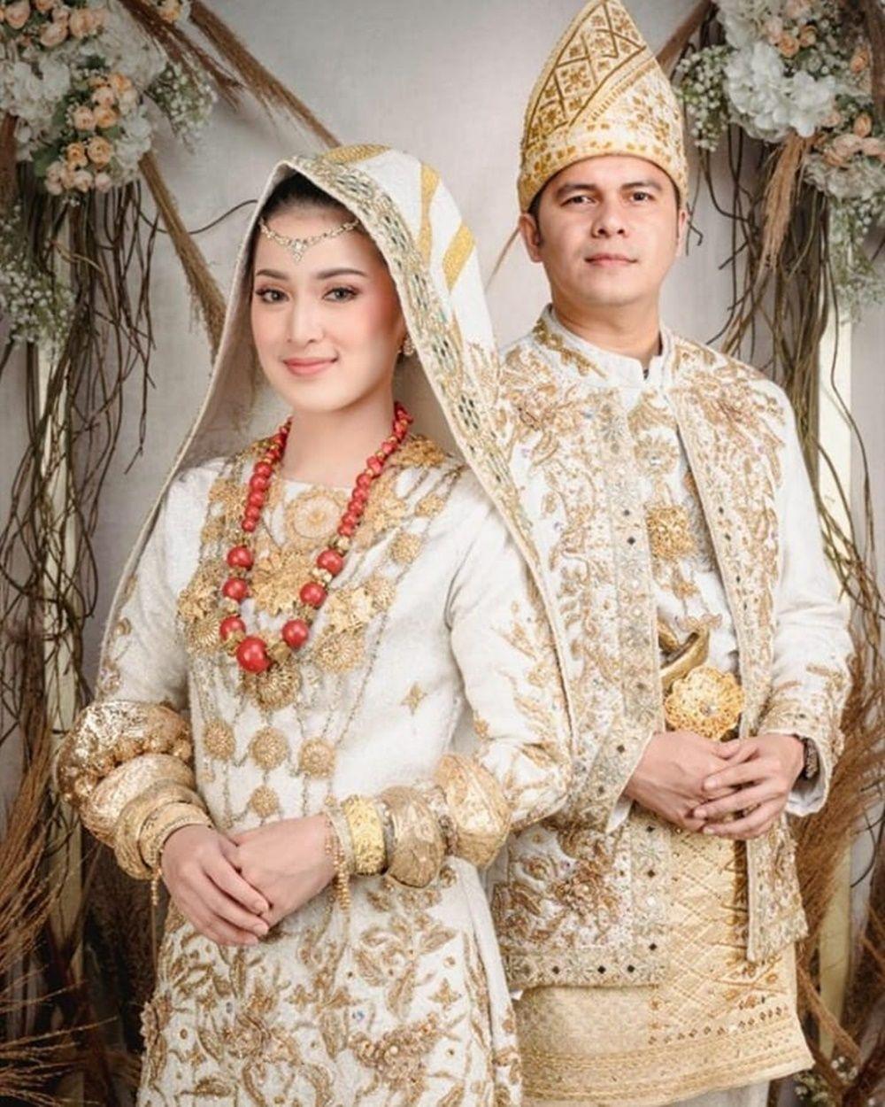Segera Menikah, 9 Foto Pre-Wedding Handika Pratama dan Rosiana Dewi
