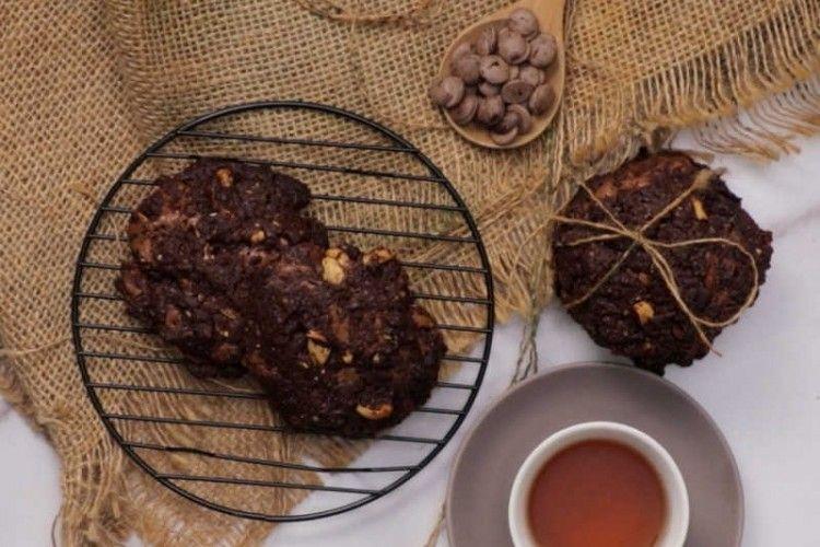Resep Membuat Soft Cookies Cokelat Topping Kacang Mede