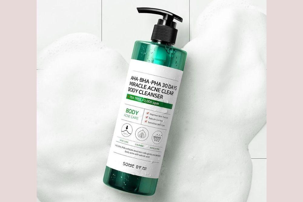 Ucapkan Selamat Tinggal Jerawat dengan 7 Rekomendasi Body Wash Ini