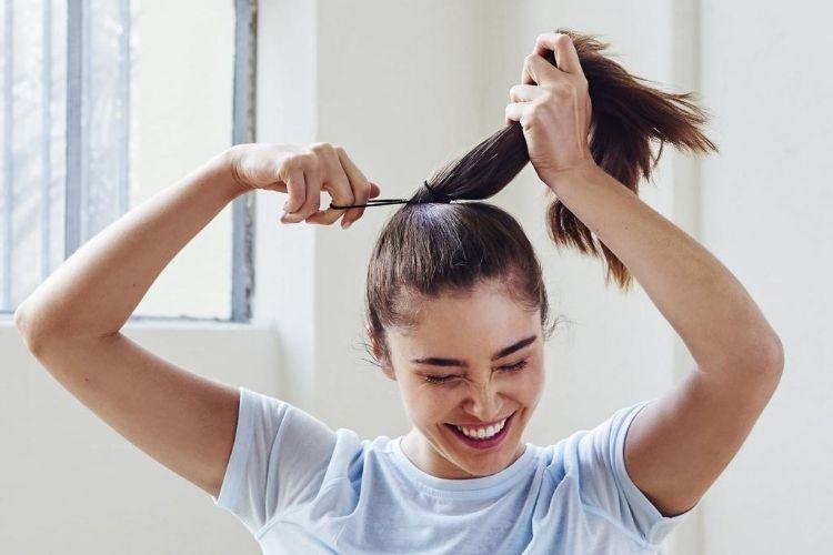 Bisa Botak, Ini 7 Dampak Buruk Terlalu Sering Mengikat Rambut
