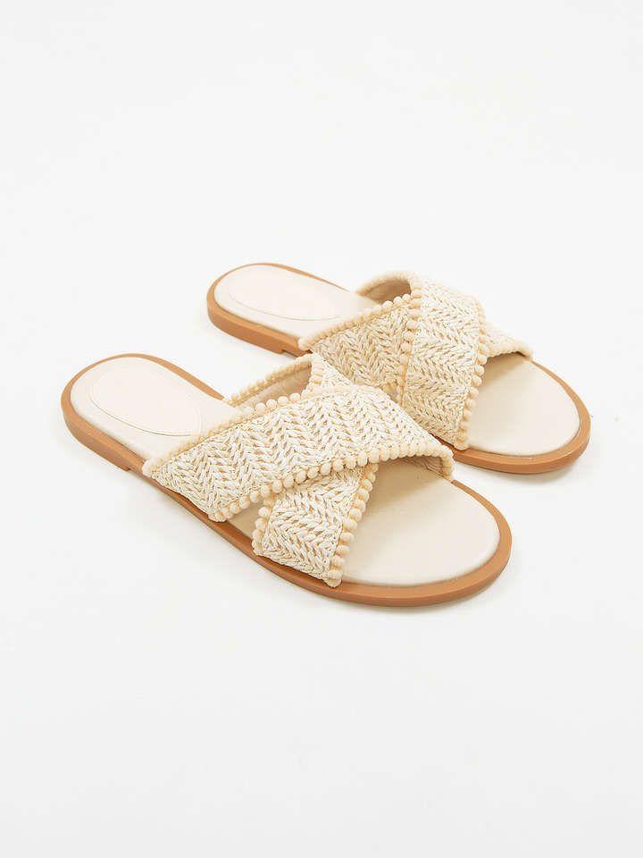 #PopbelaOOTD: Sandal Rumahan dari Brand Lokal, Nyaman Seharian!