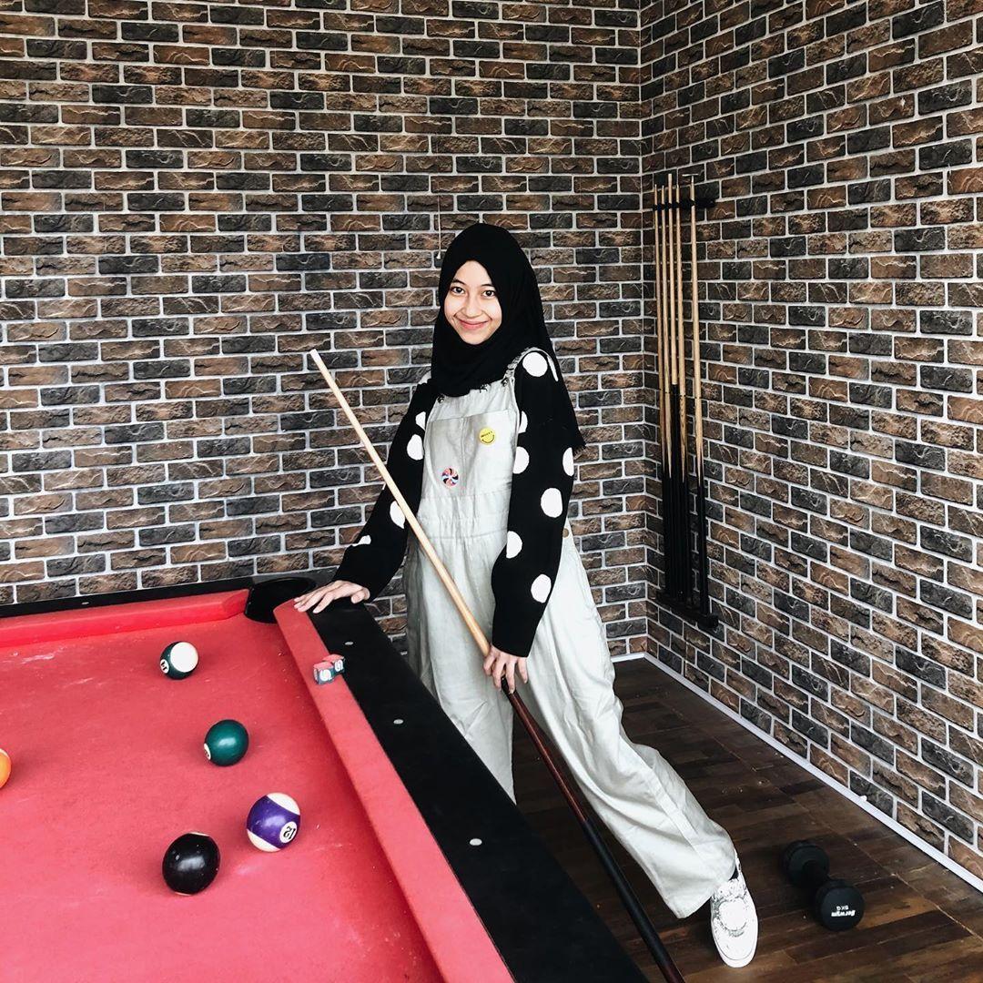 Gaya Adiba Khanza, Putri Alm Ustad Uje yang Tenar di Sosmed