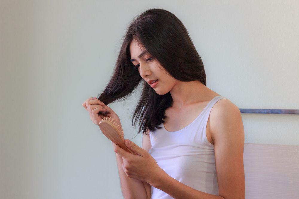 Vitamin Saja Nggak Cukup Atasi 5 Masalah Rambut Ini, Sudah Tahu?