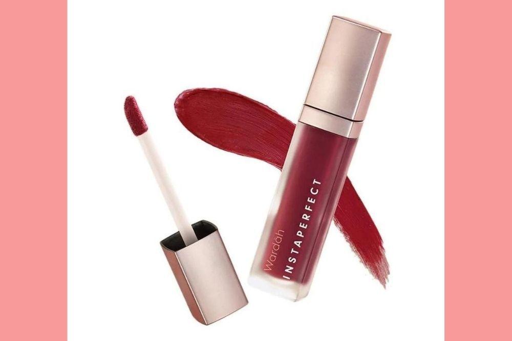Tampil Beda dan Berani dengan 7 Rekomendasi Lipstik Merah Lokal Ini!