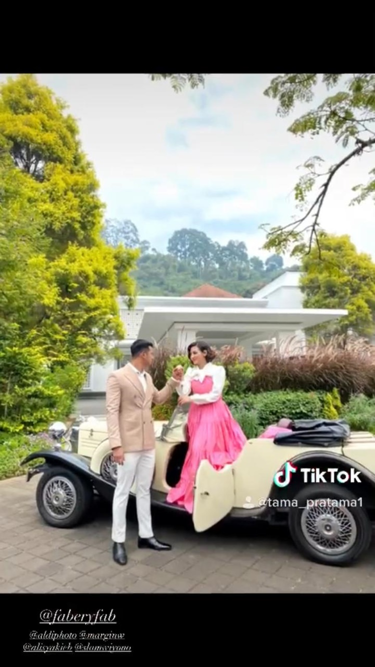 Bertema Klasik, Ini 9 Foto Pre-Wedding Ali Syakieb dan Margin Wieheerm