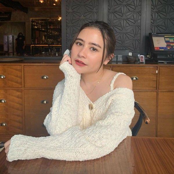 Deretan Gaya Artis Muda Berdarah Sunda, Manis Pisan!