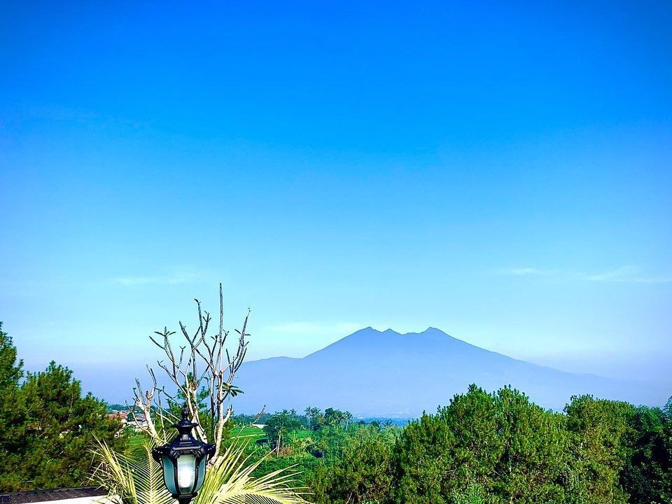 Megah Banget! 10 Foto Villa Mewah Milik Ustaz Solmed dan April Jasmine