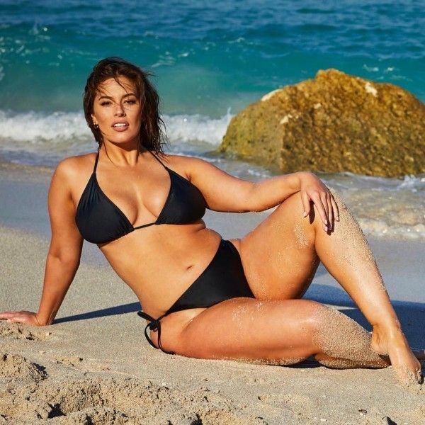 Punya Body, Begini Gaya Seksi Ashley Graham Pakai Bikini