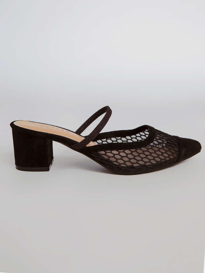 #PopbelaOOTD: Tampil Classy, Ini Rekomendasi Pointed Heels Brand Lokal