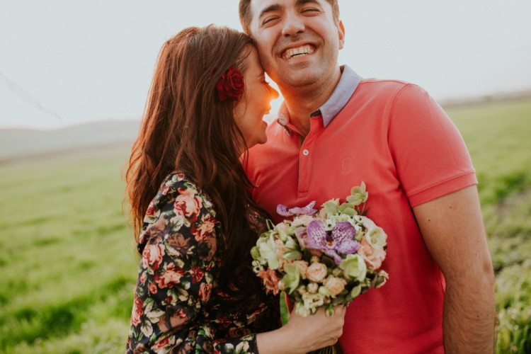 9 Tanda Laki-laki Melihatmu Sebagai Sosok 'Istri Idaman'