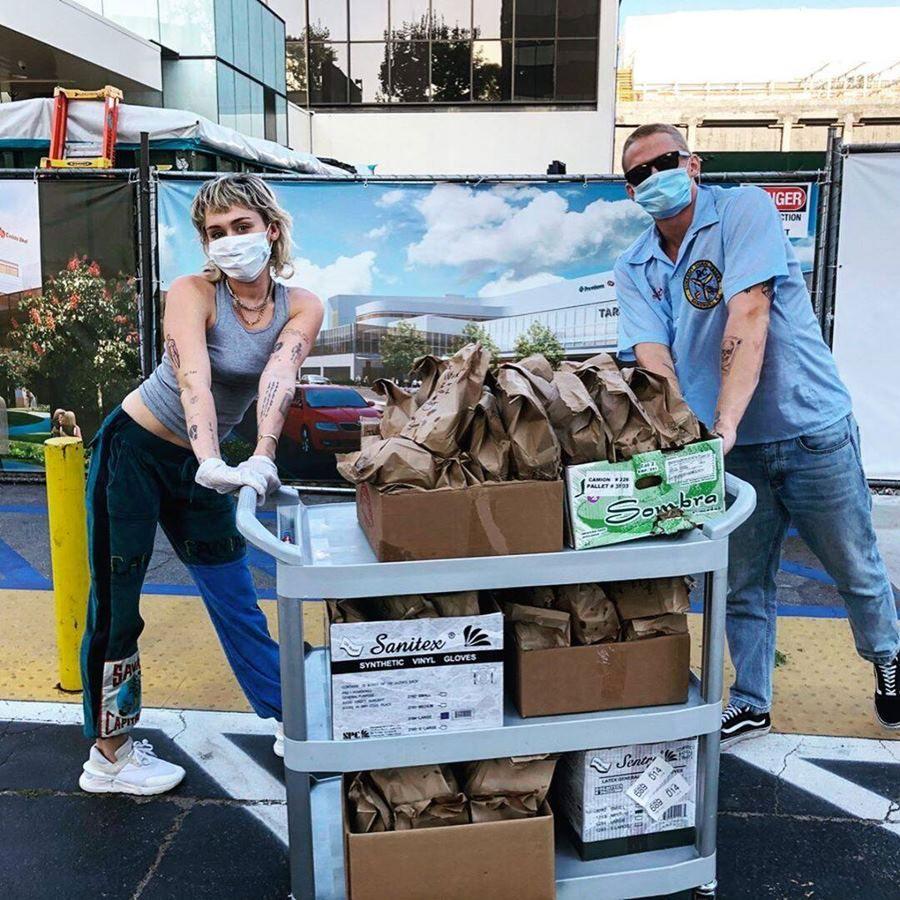 Putus, Ini 9 Potret Mesra Miley Cyrus dan Cody Simpson