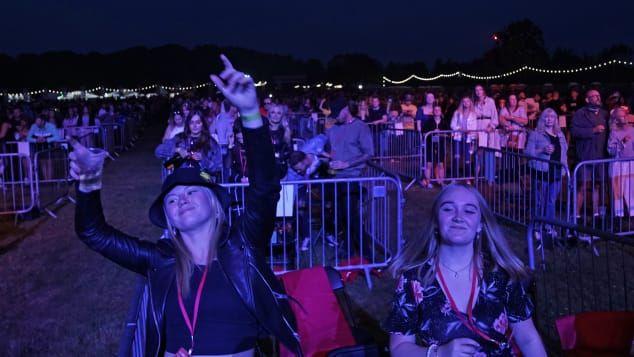 Tetap Seru, Ini 7 Potret Konser Pertama di Masa Social Distancing