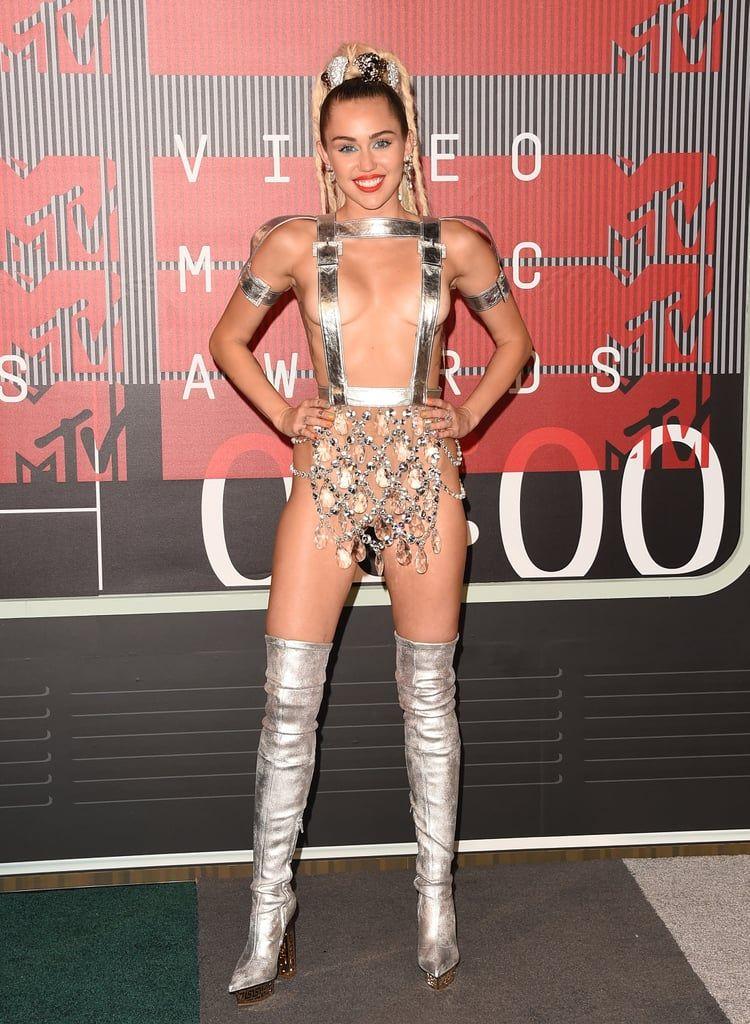 Deretan Gaya Seksi Miley Cyrus Paling Kontroversial Sepanjang Masa