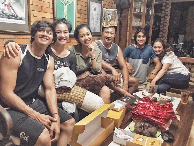 Calon Besan, 10 Momen Akrab Keluarga Hito Caesar & Felicya Angelista