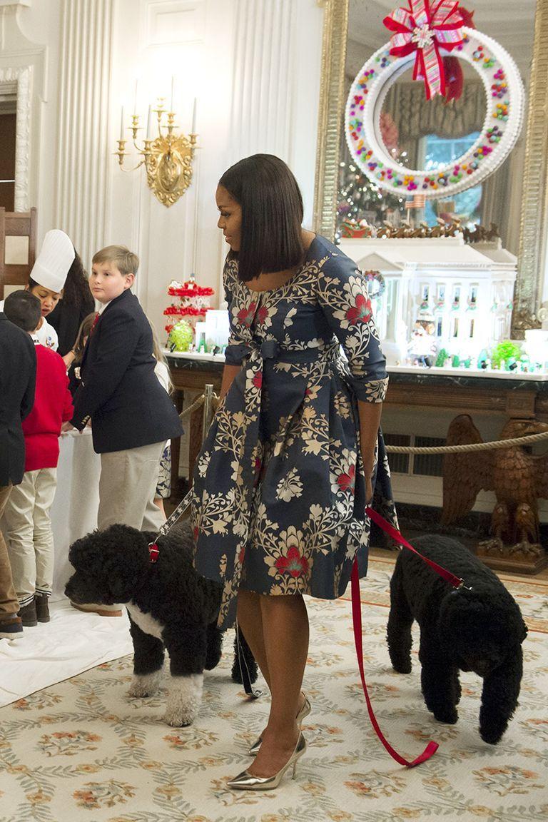 Tiru Gaya Outfit Michelle Obama untuk Tampil Elegan & Modis!