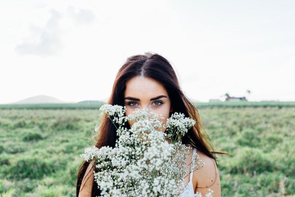 7 Alasan Perempuan Libra Bisa Memikat Banyak Orang