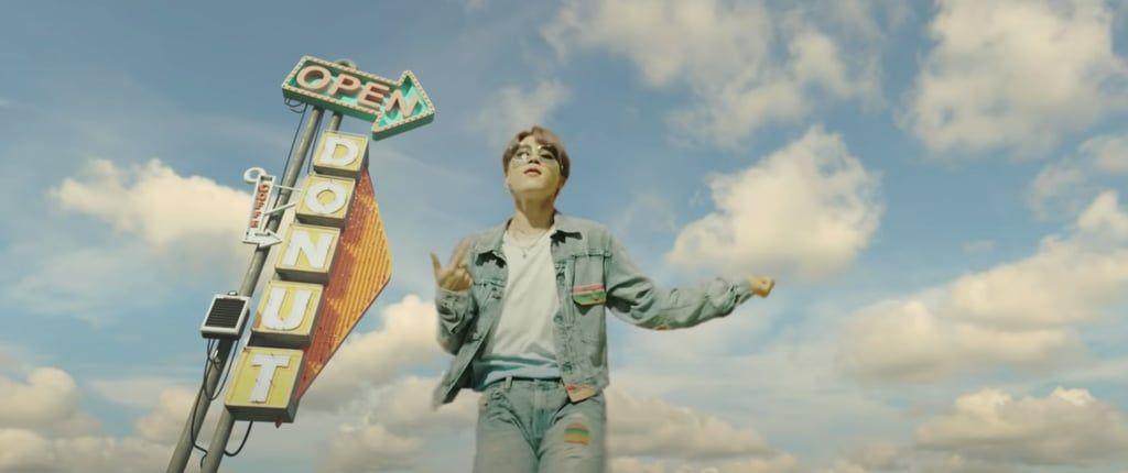 Gaya Kece BTS dan Detail yang Nggak Kamu Sadaridi Video Klip Dynamite