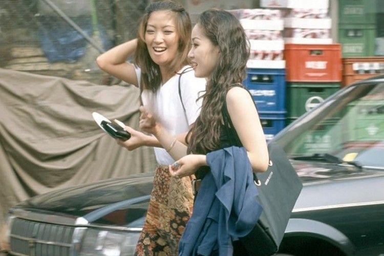 Keren Dari Dulu! Intip Gaya 90an ala Anak Muda di Korea Selatan