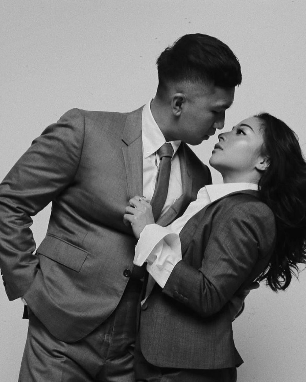 10 Foto Pre-Wedding Nikita Willy, dari Konsep Modern Sampai Adat!
