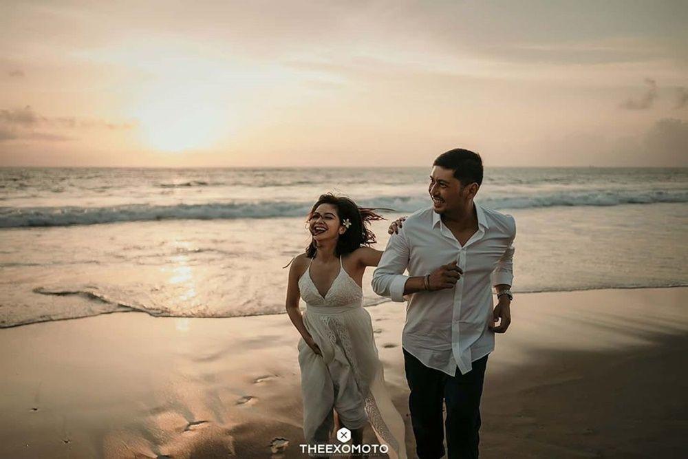 Umumkan Hamil, Ini 10 Potret Perjalanan Cinta Tiwi Eks 'T2' dan Suami
