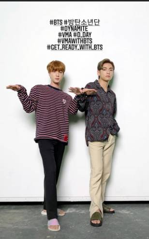 V BTS Ketahuan Pakai Baju Motif Mirip Batik, Sukses Buat Heboh ARMY!