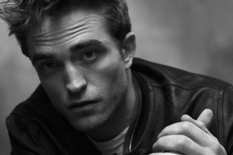 Robert Pattinson Dikabarkan Positif COVID-19, The Batman Ditunda Lagi